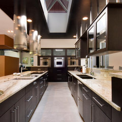 modern kitchen by Somrak Kitchens, Inc