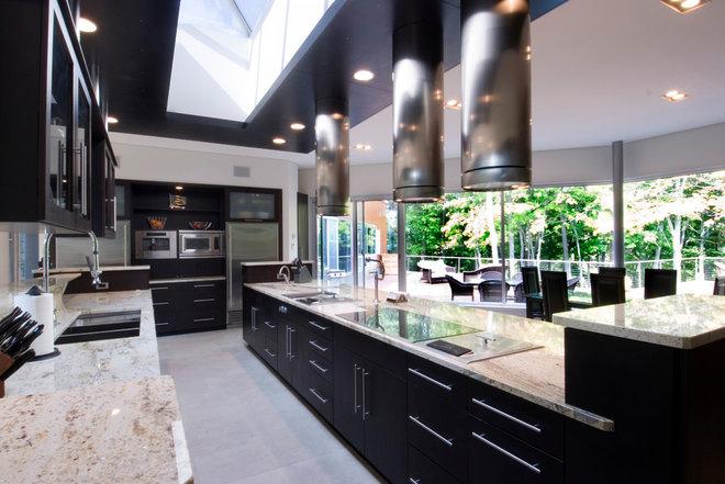 Modern Kitchen by Somrak Kitchens, Inc