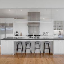 Modern Kitchen by Min | Day Architects