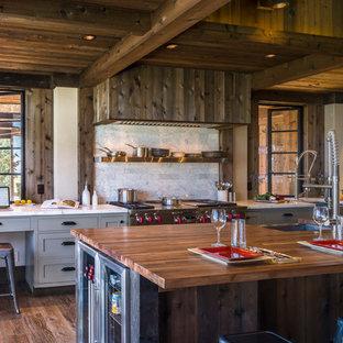 Aménagement d'une cuisine montagne de taille moyenne.