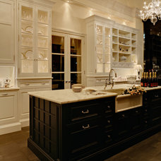 Traditional Kitchen by Cottonwood Fine Kitchen Furniture