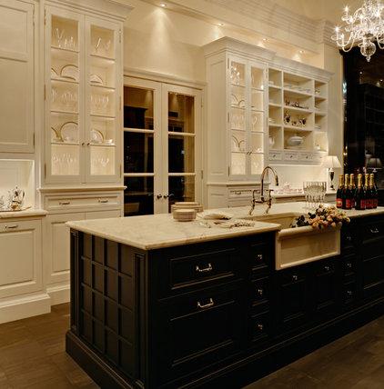 Traditional Kitchen by Cottonwood Fine Kitchen Furniture