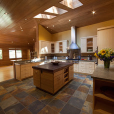 Transitional Kitchen by Kevin S. Robinson Construction Inc.