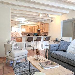 他の地域の小さいサンタフェスタイルのおしゃれなキッチン (ダブルシンク、御影石カウンター、オレンジのキッチンパネル、テラコッタタイルのキッチンパネル、シルバーの調理設備の、テラコッタタイルの床、アイランドなし、オレンジの床、マルチカラーのキッチンカウンター) の写真