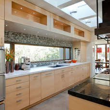 Contemporary Kitchen by Elevation Architects