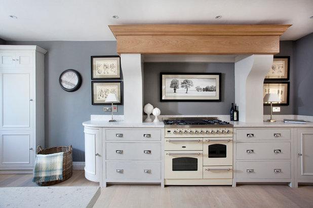 dezenter landhausstil in einer renovierten k che in dublin. Black Bedroom Furniture Sets. Home Design Ideas