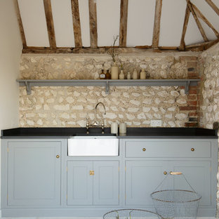 Rustic kitchen appliance - Example of a mountain style kitchen design in Other
