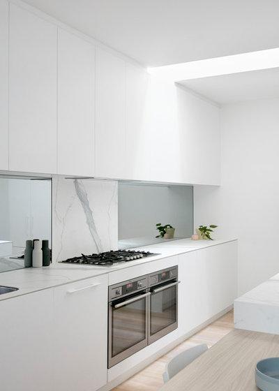 Modern Kitchen by smarterBATHROOMS+
