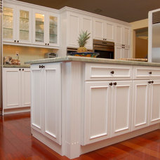 Traditional Kitchen by Luv My Kitchens
