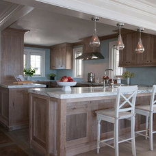 Beach Style Kitchen by Michael Smith Architects