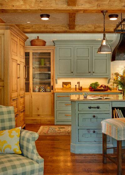 Mediterranean Kitchen by PB Kitchen Design