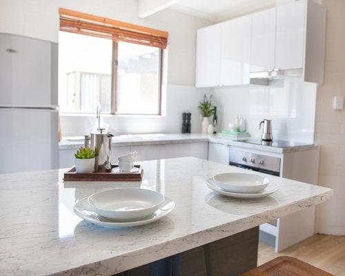 Foto e Idee per Cucine - cucina con top in laminato e pavimento in ...