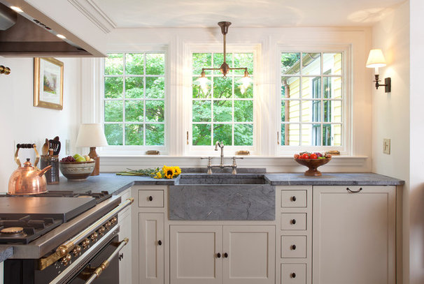 Traditional Kitchen by Frank Shirley Architects