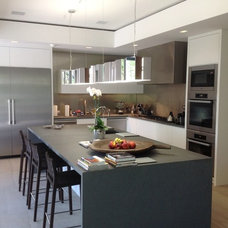 Contemporary Kitchen by Carpen House, Inc.