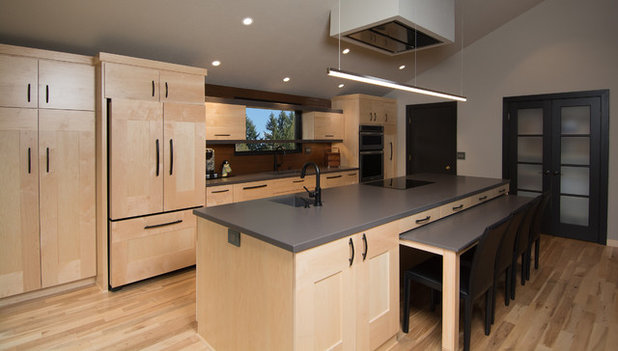 Kitchen of the Week: A Handy Rollout Dining Table Adds Flexibility