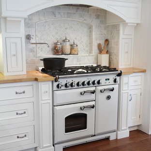 Inspiration for a country kitchen remodel in Cleveland