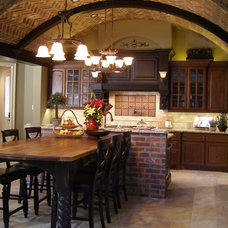 rustic kitchen by Cindy Aplanalp-Yates & Chairma Design Group