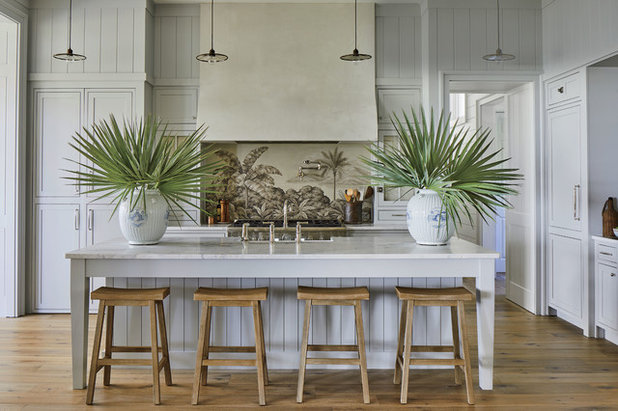 Beach Style Kitchen by RIVERSIDE HOMES