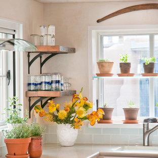 アルバカーキのサンタフェスタイルのおしゃれなキッチンの写真