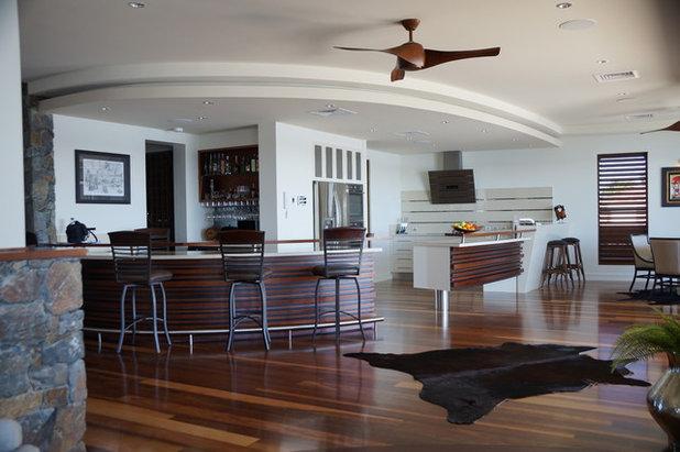 Tropical Kitchen by Mi Design Studio Pty Ltd