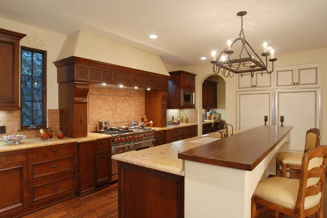 Mediterranean Kitchen by Structure Home