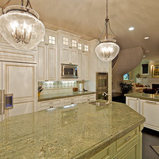 Traditional Kitchen by Architect Mark D. Lyon, Inc.