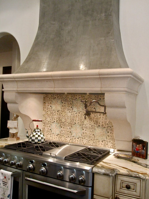 Venetian plaster hood chase houzz for Spanish style kitchen backsplash