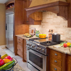 Tropical Kitchen by RENAISSANCE BUILDERS INC