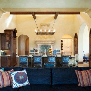 Mediterranean kitchen inspiration - Example of a tuscan kitchen design in Los Angeles