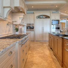 Traditional Kitchen by Palmetto Cabinet Studio