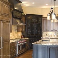Mediterranean Kitchen by Radue Homes Inc.