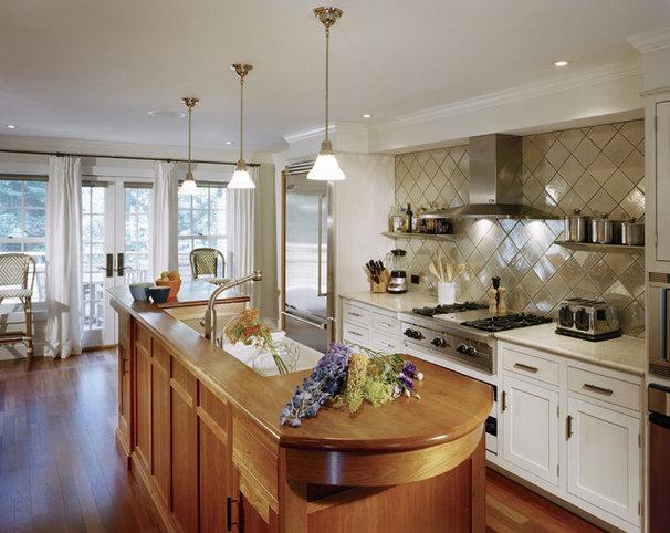 Farmhouse Kitchen by LDa Architecture & Interiors
