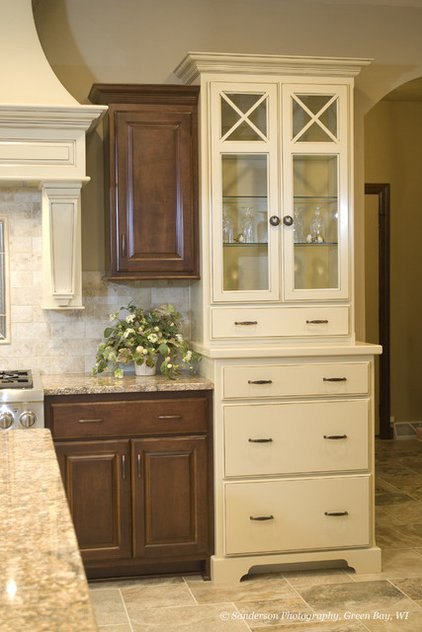Traditional Kitchen by Radue Homes Inc.