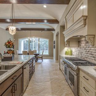 Idéer för att renovera ett stort medelhavsstil kök, med en undermonterad diskho, luckor med infälld panel, vita skåp, granitbänkskiva, beige stänkskydd, stänkskydd i keramik, rostfria vitvaror, klinkergolv i keramik, en köksö och beiget golv