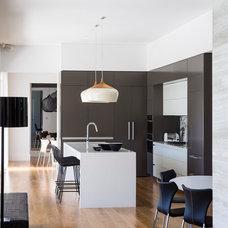 Contemporary Kitchen by D'Cruz Design Group Sydney Interior Designers