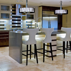 Modern Kitchen by Sweetlake Interior Design LLC