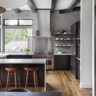 Küchen in U-Form mit Rückwand-Fenster Ideen, Design & Bilder ...