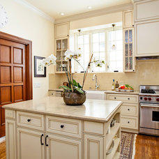 Traditional Kitchen by Urban Chalet Inc.