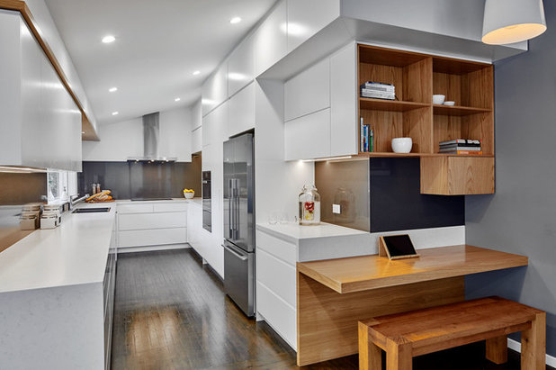 Contemporary Kitchen by St James Whitting
