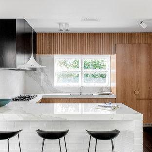 Photo of a midcentury kitchen in Brisbane.