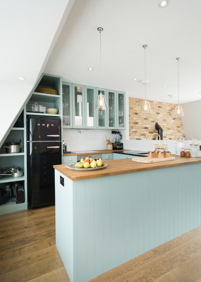 Farmhouse Kitchen by Domus Nova