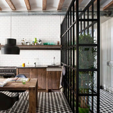 Modern Kitchen by Egue y seta