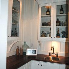 Farmhouse Kitchen by Stacye Love Construction & Design, LLC