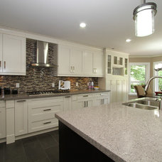 Modern Kitchen by KASHMIR DHALIWAL FINE REDESIGN.