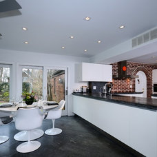 Modern Kitchen by Today's Kitchens