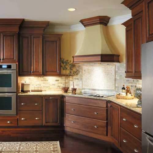 Country Kitchen Ramona: StarMark Cabinetry Traditional Kitchen In Lyptus And Maple
