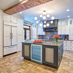 StarMark Cabinetry Traditional Kitchen in White and Gray