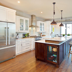 StarMark Cabinetry Traditional Kitchen in White and Mocha