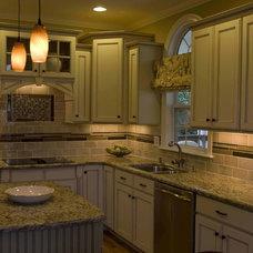 Traditional Kitchen by StarrMiller Interior Design, Inc.