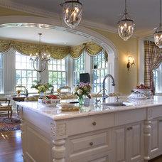 Traditional Kitchen by Diane Burgoyne Interiors